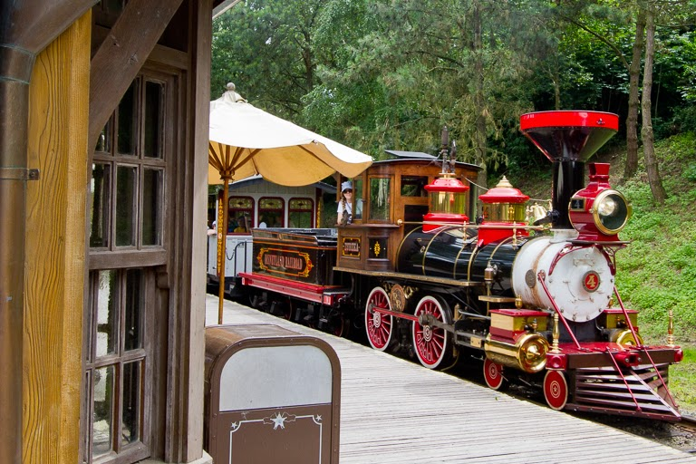 how to get to disneyland paris from paris by train