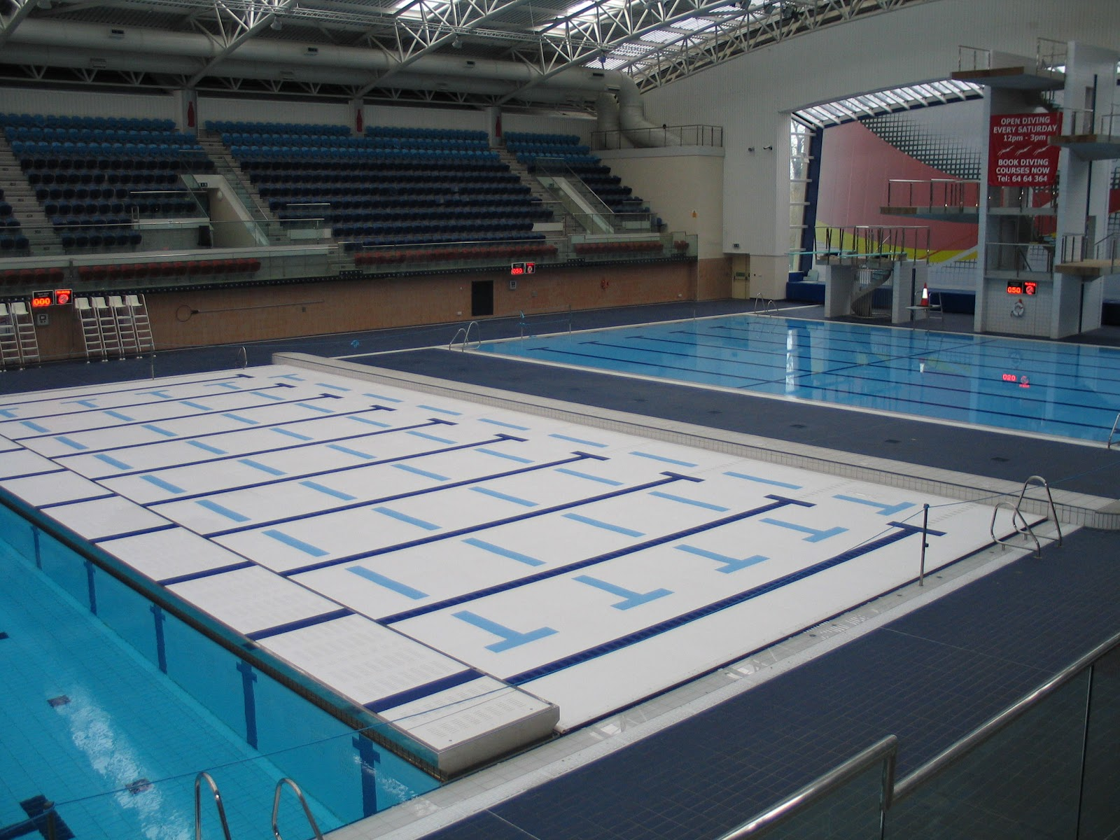 Swimming pools with movable floors swimming pool design for Swimming pool floor