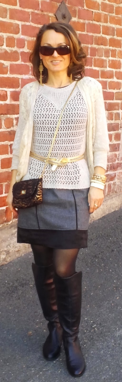 blog.oanasinga.com-outfit-ideas-personal-style-photos-wearing-lace-black-grey-gold-layering-gold-accessories-2