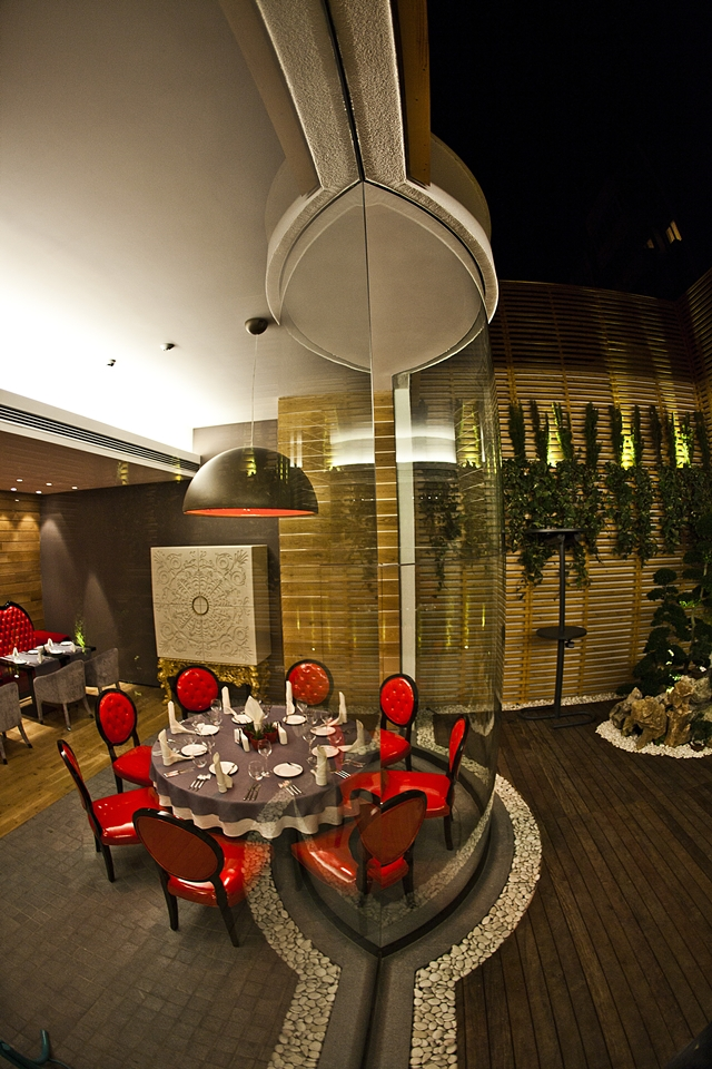 Picture of large round dining table by the glass wall