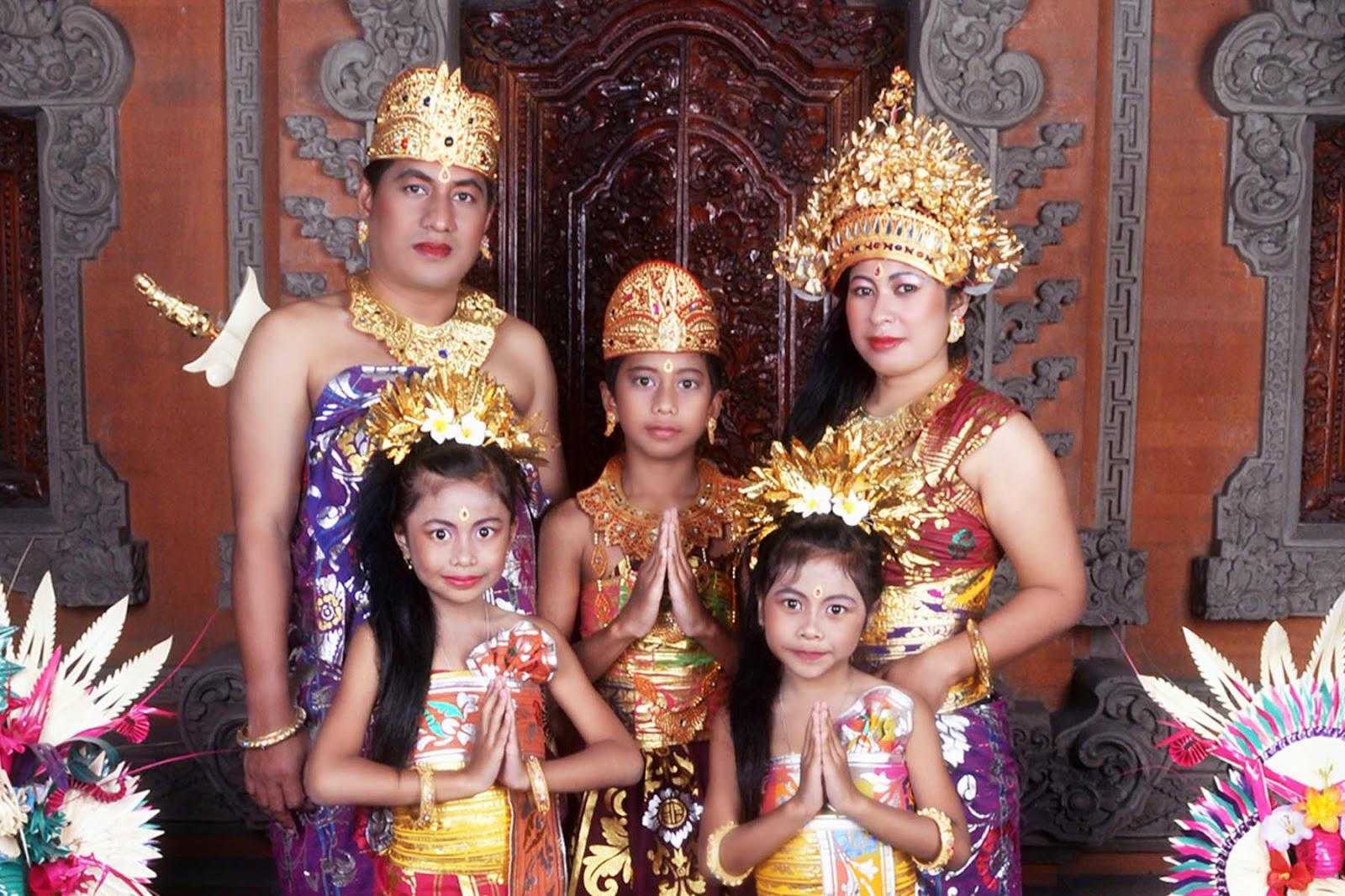 Pakaian Adat Bali dan Filosofinya | Sistem Pemerintahan ...