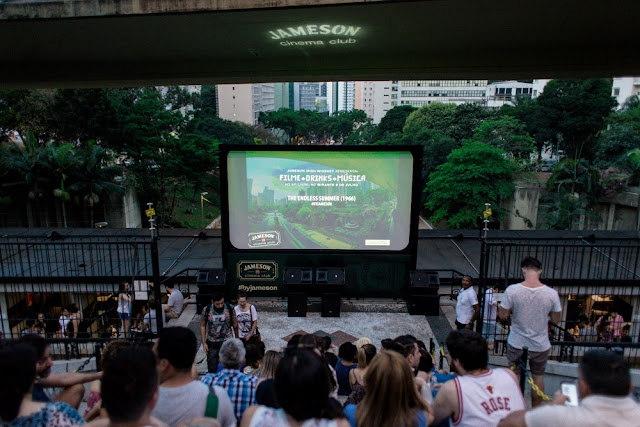 Cinemas ao ar livre invadem espaços de São Paulo