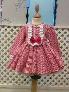 http://badumbaderoprim-ver12.blogspot.com.es/2012/03/vestido-en-vichy-rojo-con-braguita.html