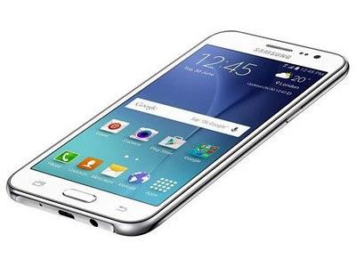 Smartphone Samsung Galaxy J2 está disponível nas cores branca, preta e dourada