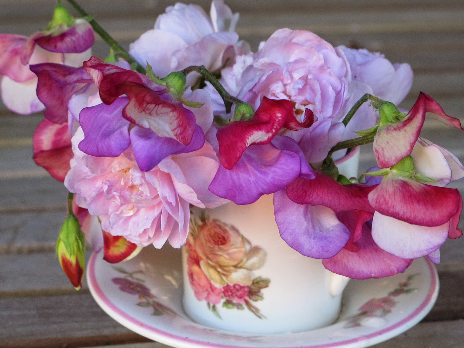 Greentapestry in a vase on monday sweet peas and roses in a vase on monday sweet peas and roses reviewsmspy