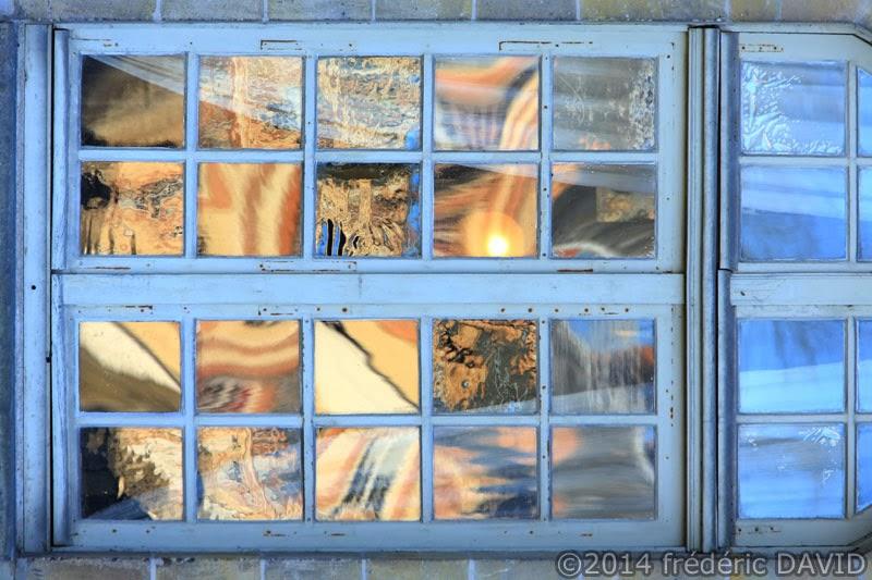 architecture graphisme fenêtre reflet doré château Fontainebleau Seine-et-Marne