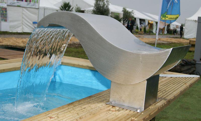 bons plans jardinage cascade design en inox voici de. Black Bedroom Furniture Sets. Home Design Ideas