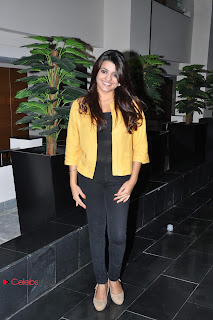 Tashu Kaushik Pictures in Black Jeans at Khwaaish Exhibition and Sale Event  0004