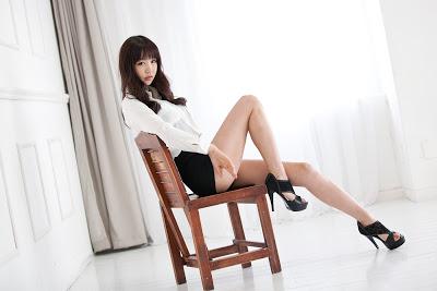 Hong Ji Yeon - Black and White