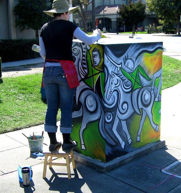 Caixas de energia colorem as ruas de cidade na Califórnia
