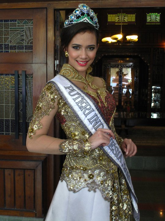 Latest photos of Puteri Indonesia 2010 Nadine Ames, who will represent Indonesia in Miss Universe 2011 in Brazil