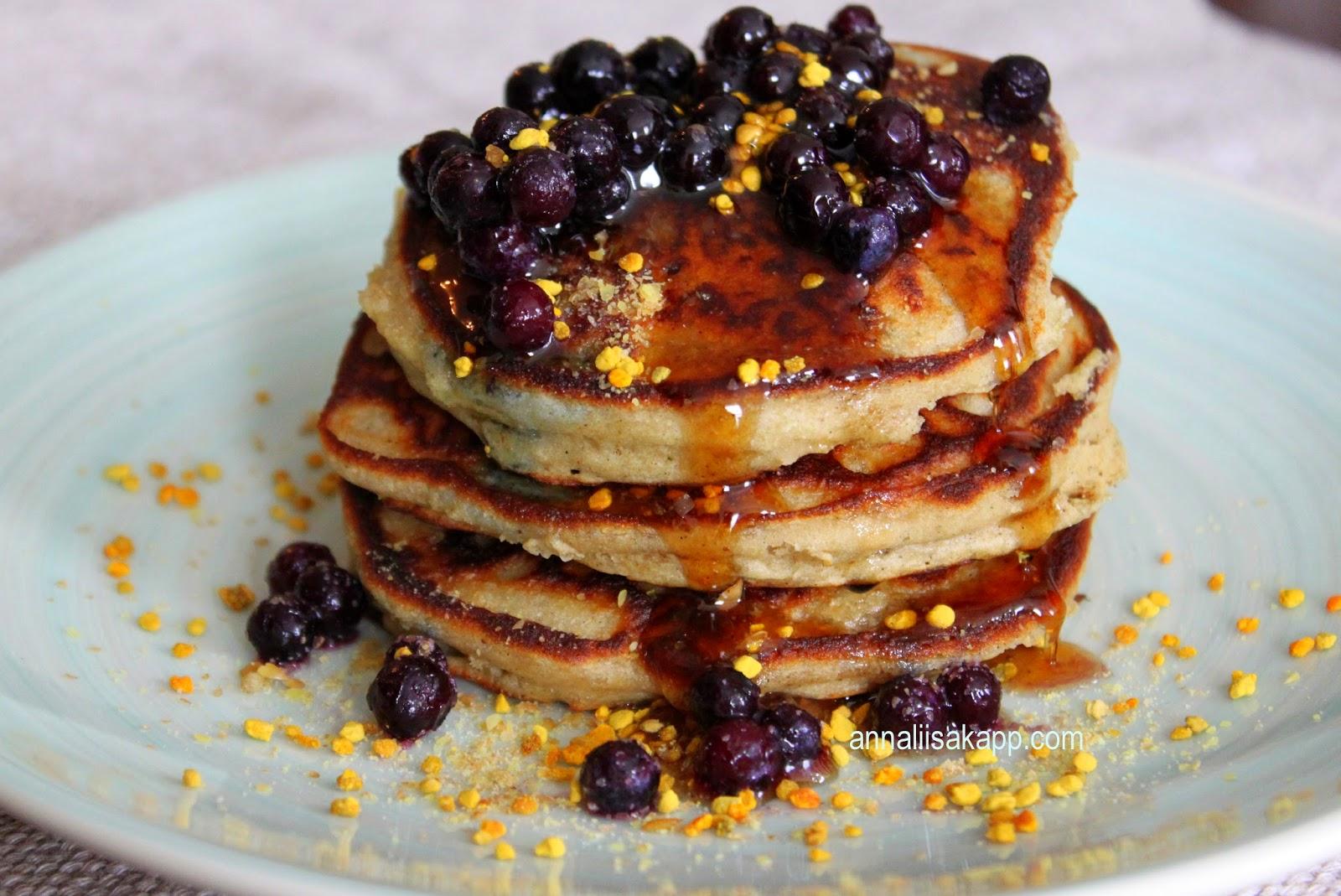 Grain-free coconut flour blueberry pancakes - paleo