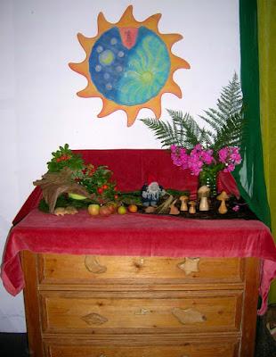 Jahreszeitentisch im September, Waldorfkindergarten, Monatsfeier, Herbst im Kindergarten, Zwerg im Herbst, Erntefest