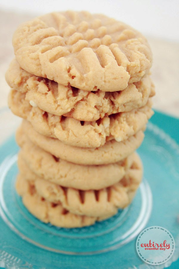 So easy to make and SO yummy. Just 4 ingredients. Cake mix peanut butter cookies. #cookies #cakemix