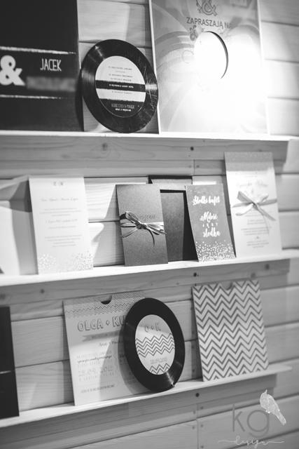 targi ślubne, papeteria ślubna, targi młodej pary, Expo Kraków, poligrafia ślubna, kg design, fotorelacja, oryginalne, nietypowe zaproszenia slubne, dodatki slubne, winietki, zawieszki, menu, tablica,