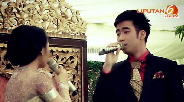 Foto Vidi Aldiano Andien Menyanyi Di Pernikahan