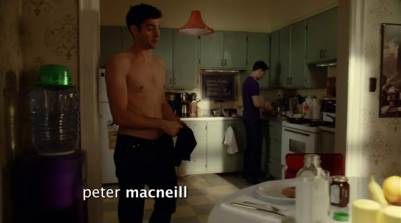 Travis Milne Shirtless in Rookie Blue s3e05