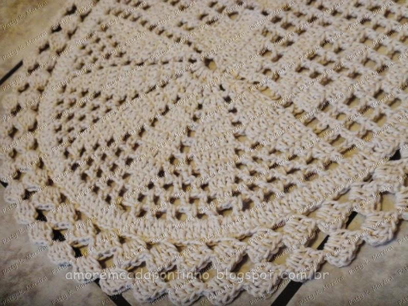 Tapete Oval flor em crochê filé Amor em cada