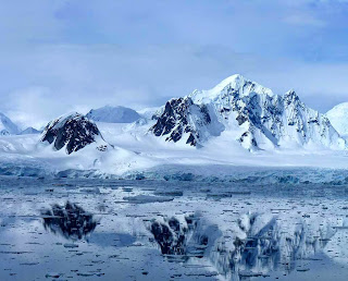 Antártida continente com 70% da agua doce do mundo, vulcões e montanhas
