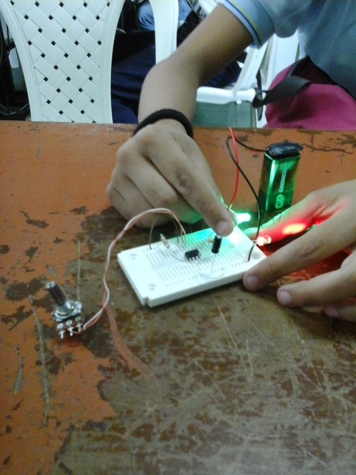 circuito luces de sirena policial realizada en protoboard