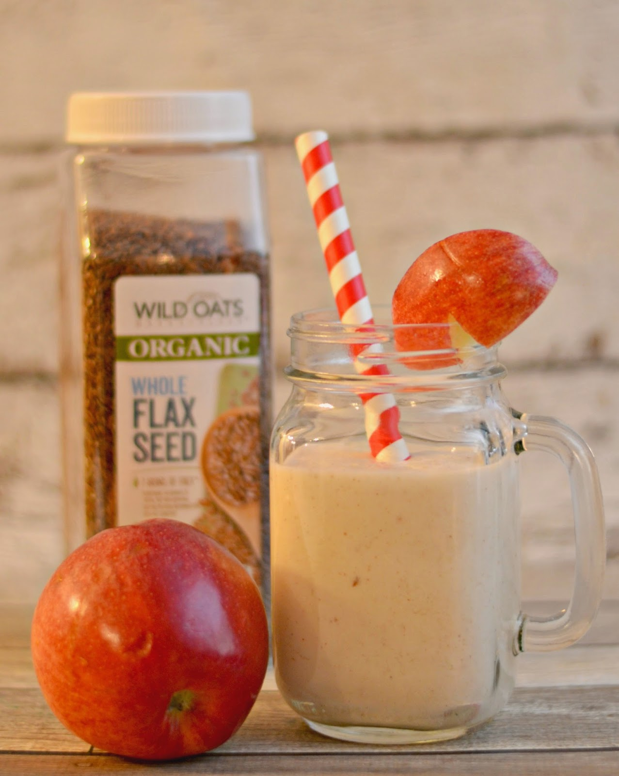 Apple Pie Smoothie.  Applesauce smoothie.  Smoothie recipes.  Easy smoothie recipes.  Smoothies made with applesauce.  Apple smoothies.