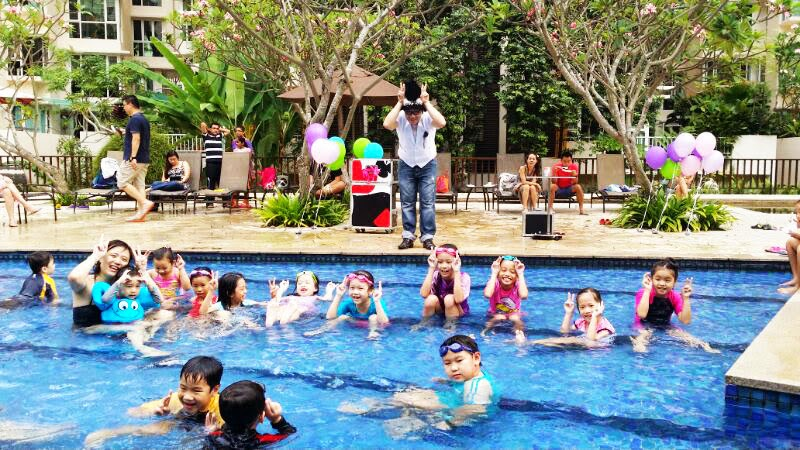 Singapore 39 s favourite children magician mr rabbit 39 s kids for Pool trade show magic