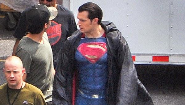 Henry Cavill se enfunda su traje de superhéroe para Batman V Superman: Dawn of Justice
