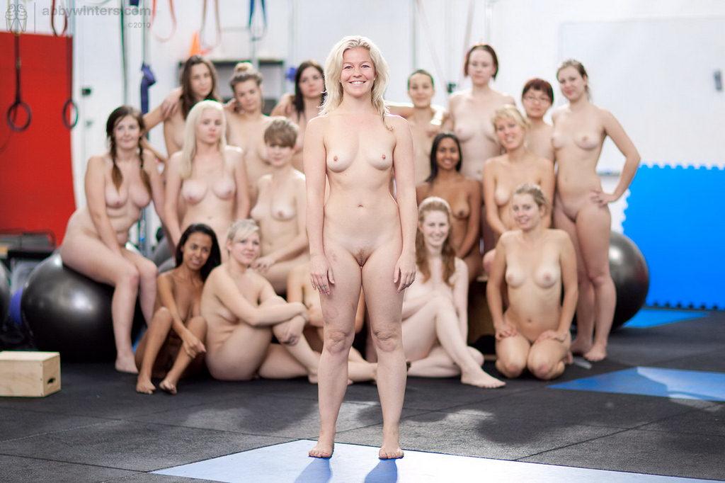 фото голые занимаются спортом
