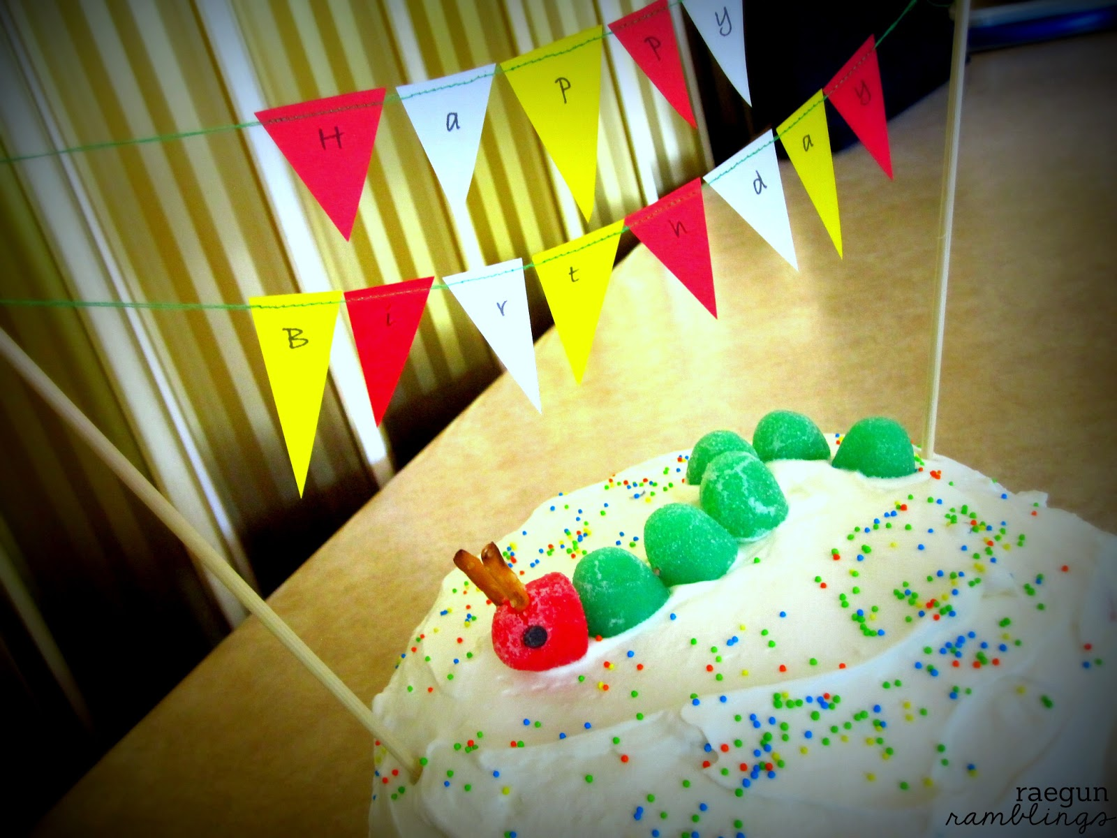 how to put up fabric bunting