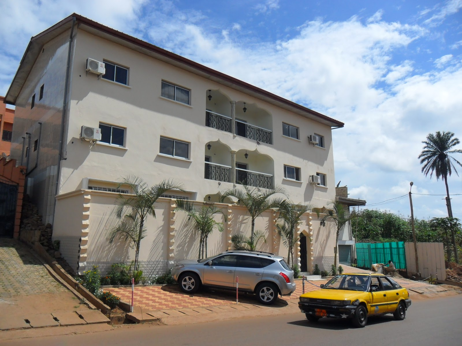 Immobilis cameroun appartements meubles k 39 four golf for Appartement meuble a yaounde cameroun