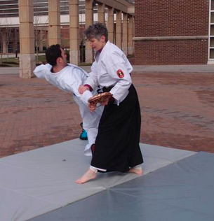 Kokikai Aikido: defense against handbag snatch