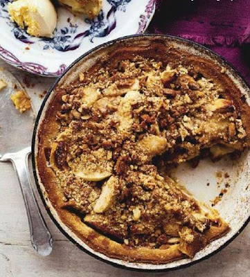 Apple and ginger crumble pie