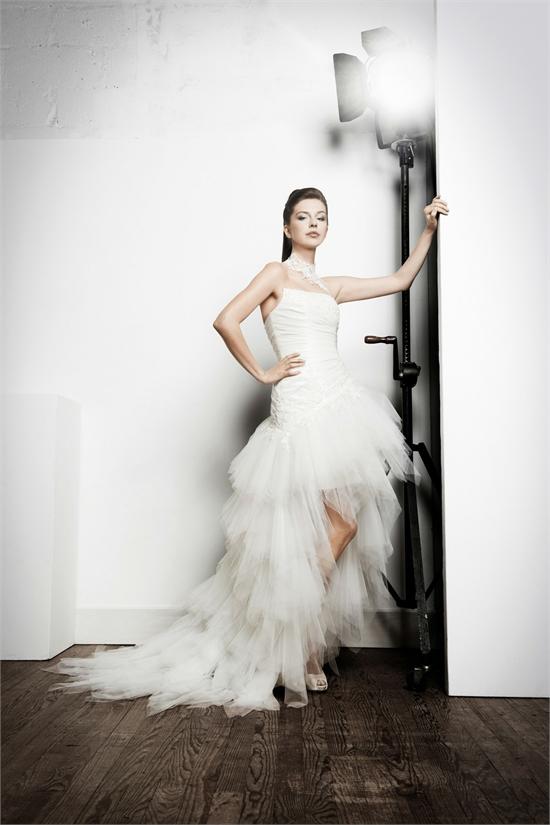 robe de mariee courte devant longue derriere 2011. Black Bedroom Furniture Sets. Home Design Ideas