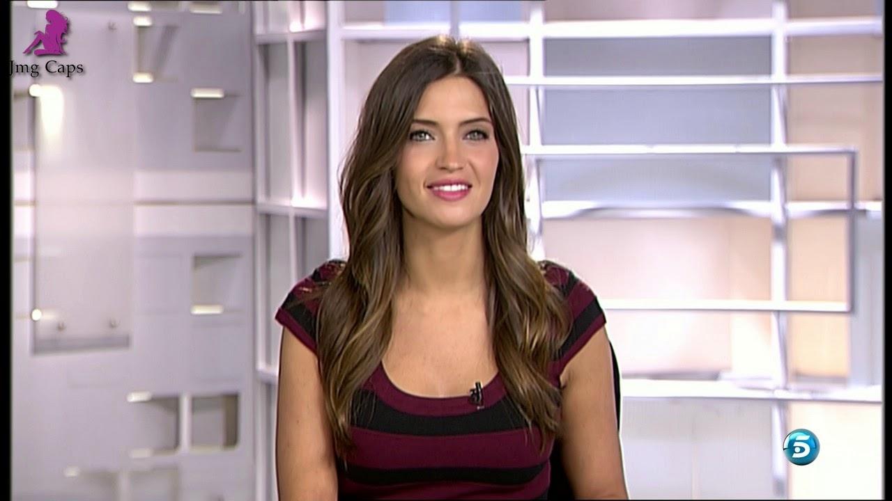 SARA CARBONERO, INFORMATIVOS TELECINCO (27.11.14) (RESUBIDO)