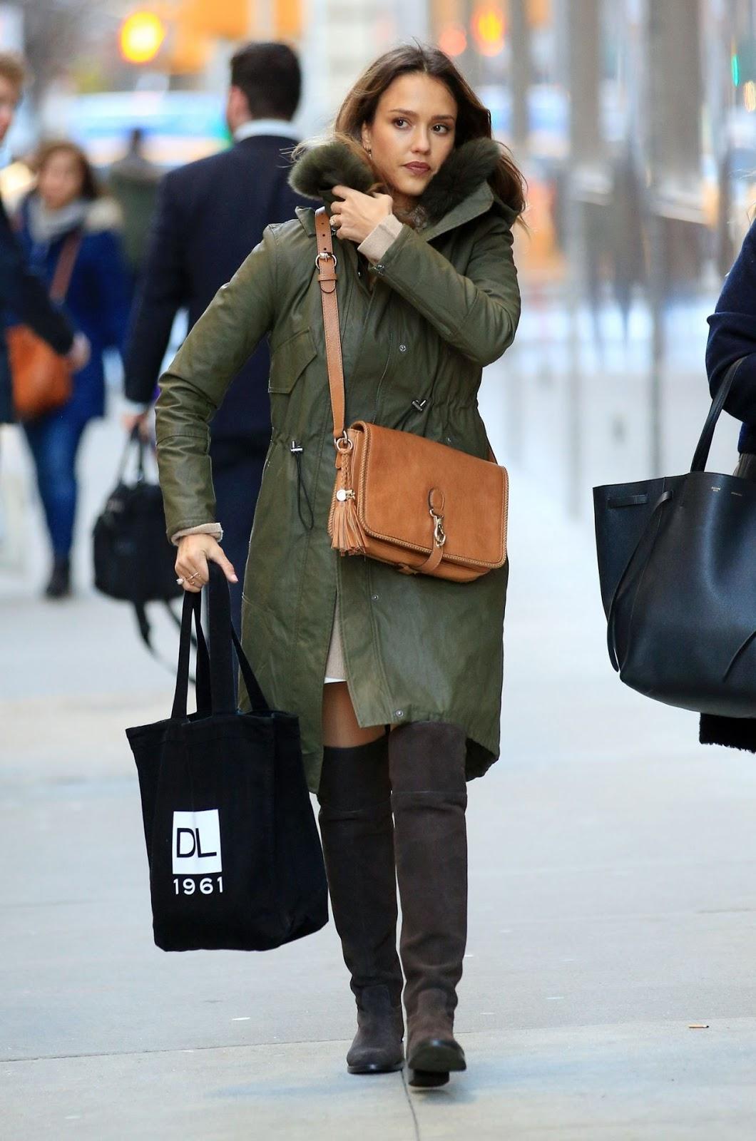 Jessicaalba Winter Style Shopping In Nyc Venucit