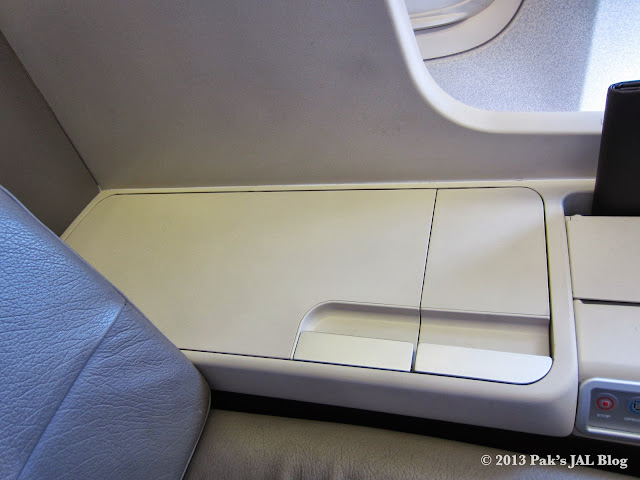 Storage for large-sized briefcase right next to the seat