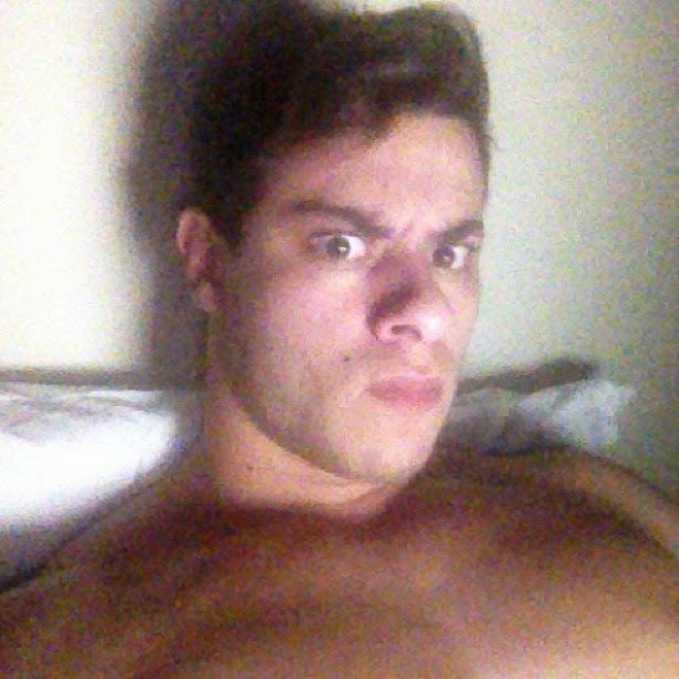 Em rede social, Léo Stronda posta foto com cara de bravo após saber do boato sobre sua morte. Foto: Instagram