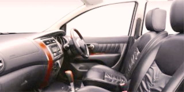 NissanGrandLivina interior