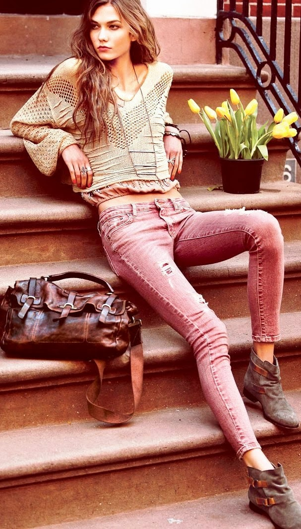 Karlie kloss fashion style with distressed jean