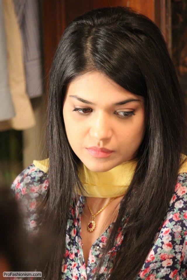 Sanam Jung S Beautiful Looks 4 Pics Pak Tribune