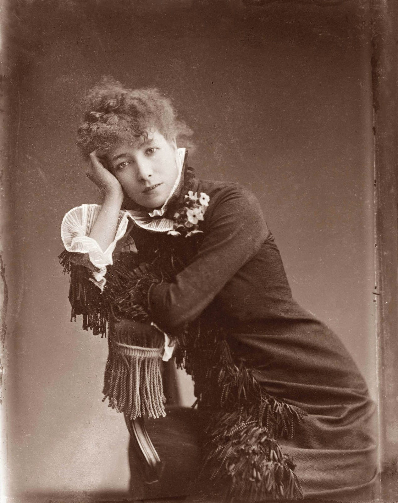 sarah bernhardt Sarah bernhardt -- a famous french actress -- died march 26, 1923, in paris she was 78 she has a star on the hollywood star walk in 2005, the los angeles.