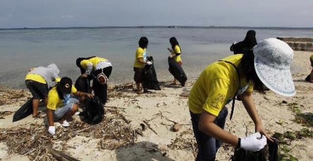 Berwisata di Pulau Tidung Sembari Mulung Sampah