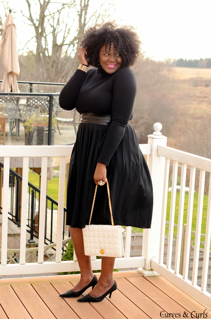 All black outfit- #Plussize fashion inspiration blog mycurvesandcurls.com
