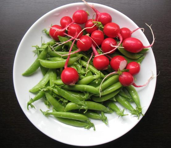 The Messy Apron: Sugar Snap Pea and Radish Salad