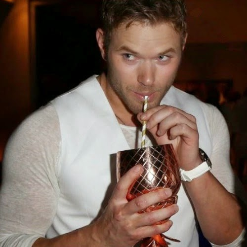 kellan+lutz+shirtless