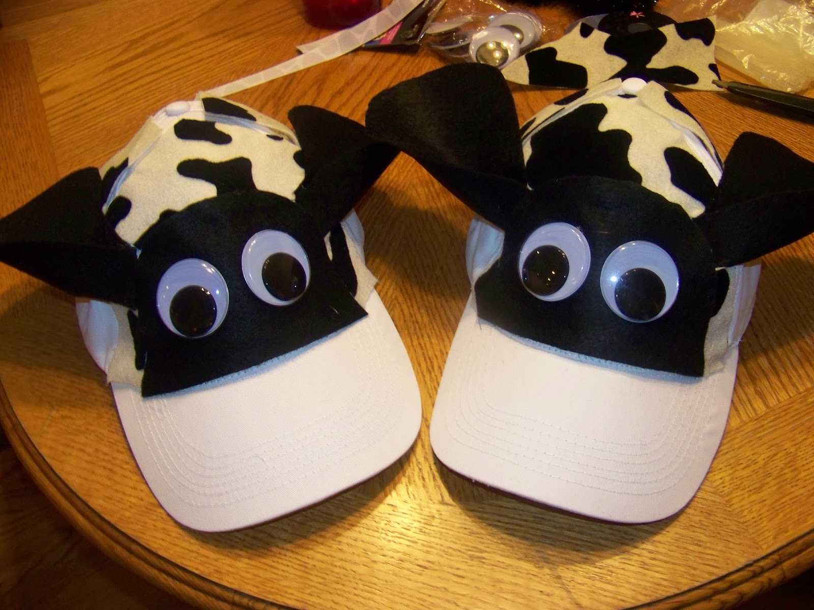 Unusual image in printable cow hat