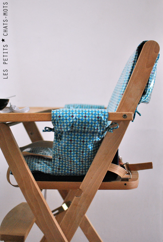 housse pour chaise haute les petits chats mots. Black Bedroom Furniture Sets. Home Design Ideas