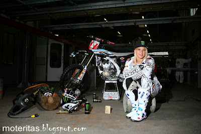 chiara-fontanesi-blonde-teen-motocross-hd-pic-wallpaper