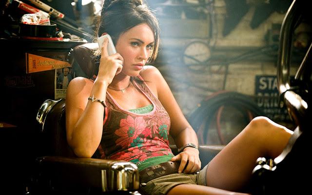 "<img src=""http://1.bp.blogspot.com/-r2xO_44iH7g/UggHKHnMIZI/AAAAAAAADhw/Pi0dUGIaaCE/s1600/megan_fox_exclusive_transformers_2-wide.jpg"" alt=""Megan Fox hot wallpaper"" />"