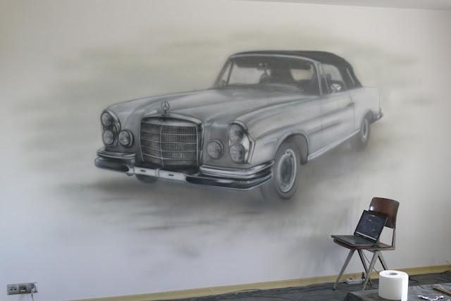 Malowanie motywu samochodu na ścianie, mural mercedes benz, malowanie starego samochodu grafitti w Poananiu